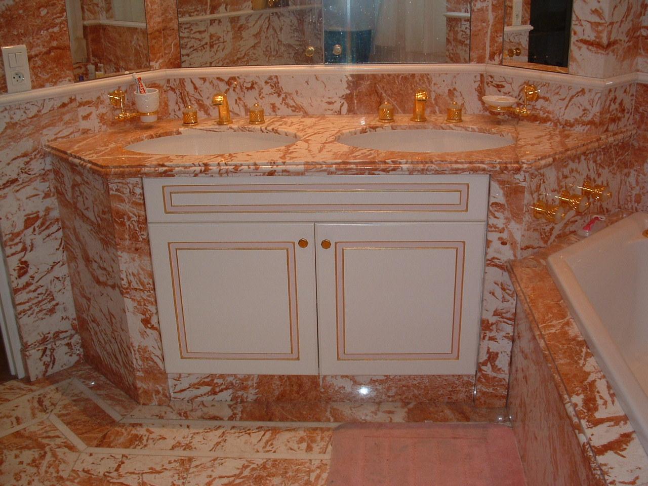Produzione arredo bagno in marmo vasche docce rivestimenti