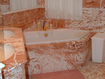Produzione arredo bagno in marmo: vasche docce rivestimenti tre